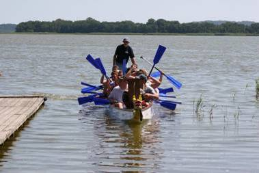 Anlegemanöver nach erfolgreichem Drachenbootrennen